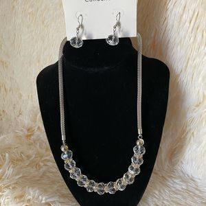 🆕 Set  clear bead Necklace and earrings